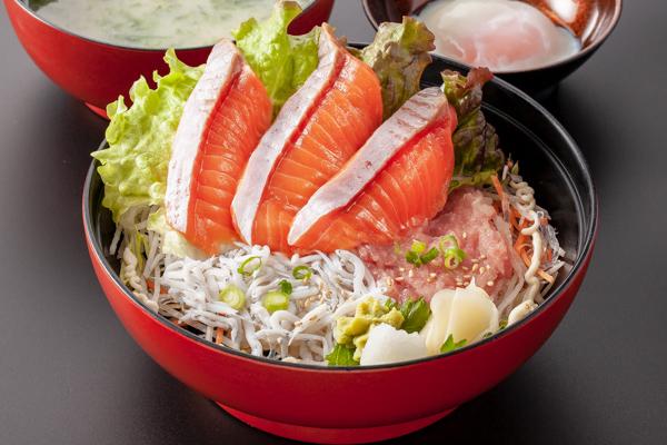 3色丼(サーモン・しらす・ネギトロ)